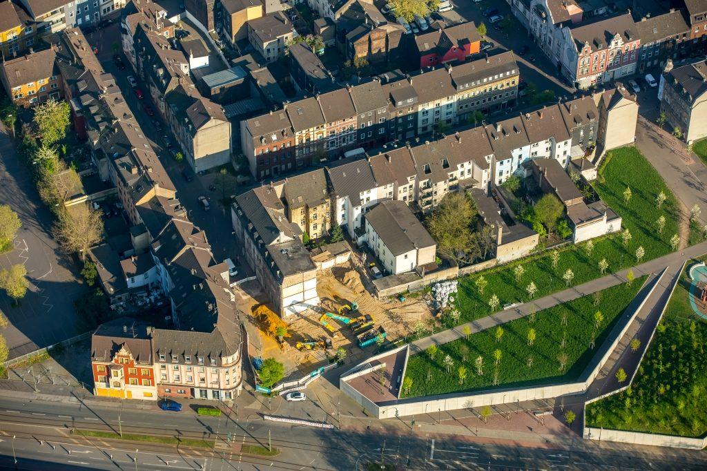 Abrißfläche am Wohngebiet Grüngürtel Bruckhausen Dieselstraße - Eilperhofstraße im Ortsteil Meiderich-Beeck in Duisburg im Bundesland Nordrhein-Westfalen